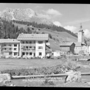 Lech am Arlberg 1447 m, Gasthof Arlberg gegen Karhorn 2416 m von Risch-Lau