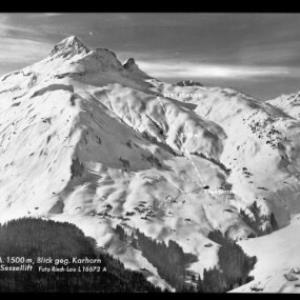 Warth am Arlberg 1500 m, Blick gegen Karhorn 2416 m und Sessellift von Risch-Lau