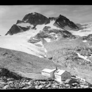 Wiesbadner Hütte gegen Piz Buin von Risch-Lau