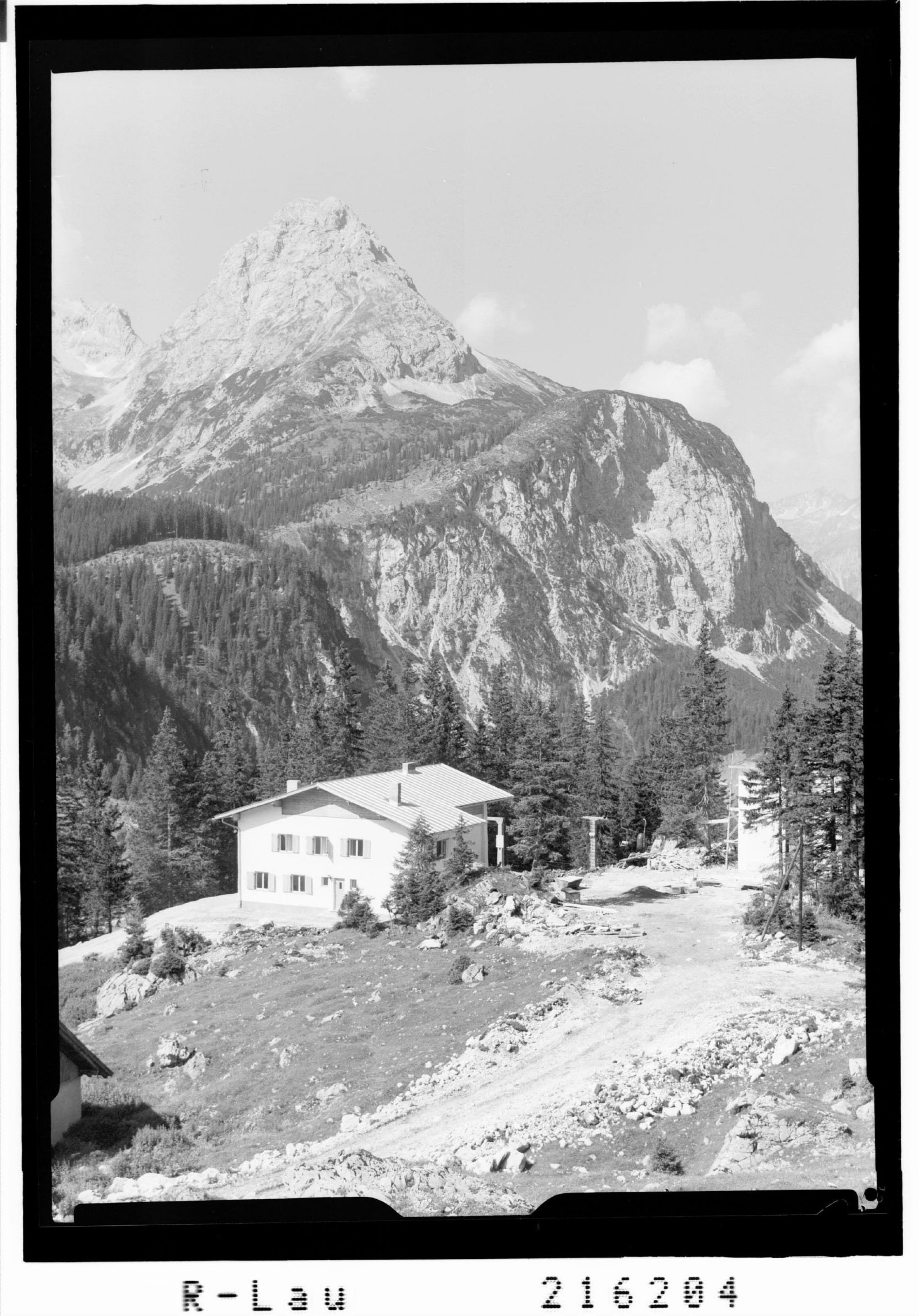 Sessellift Ehrwalder Alm / Bergstation bei Ehrwald mit Blick zur Sonnenspitze von Risch-Lau