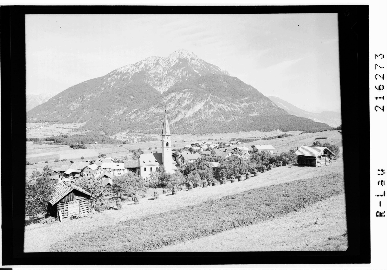 Wald bei Arzl 985 m gegen Tschirgant 2372 m, Pitztal / Tirol von Risch-Lau