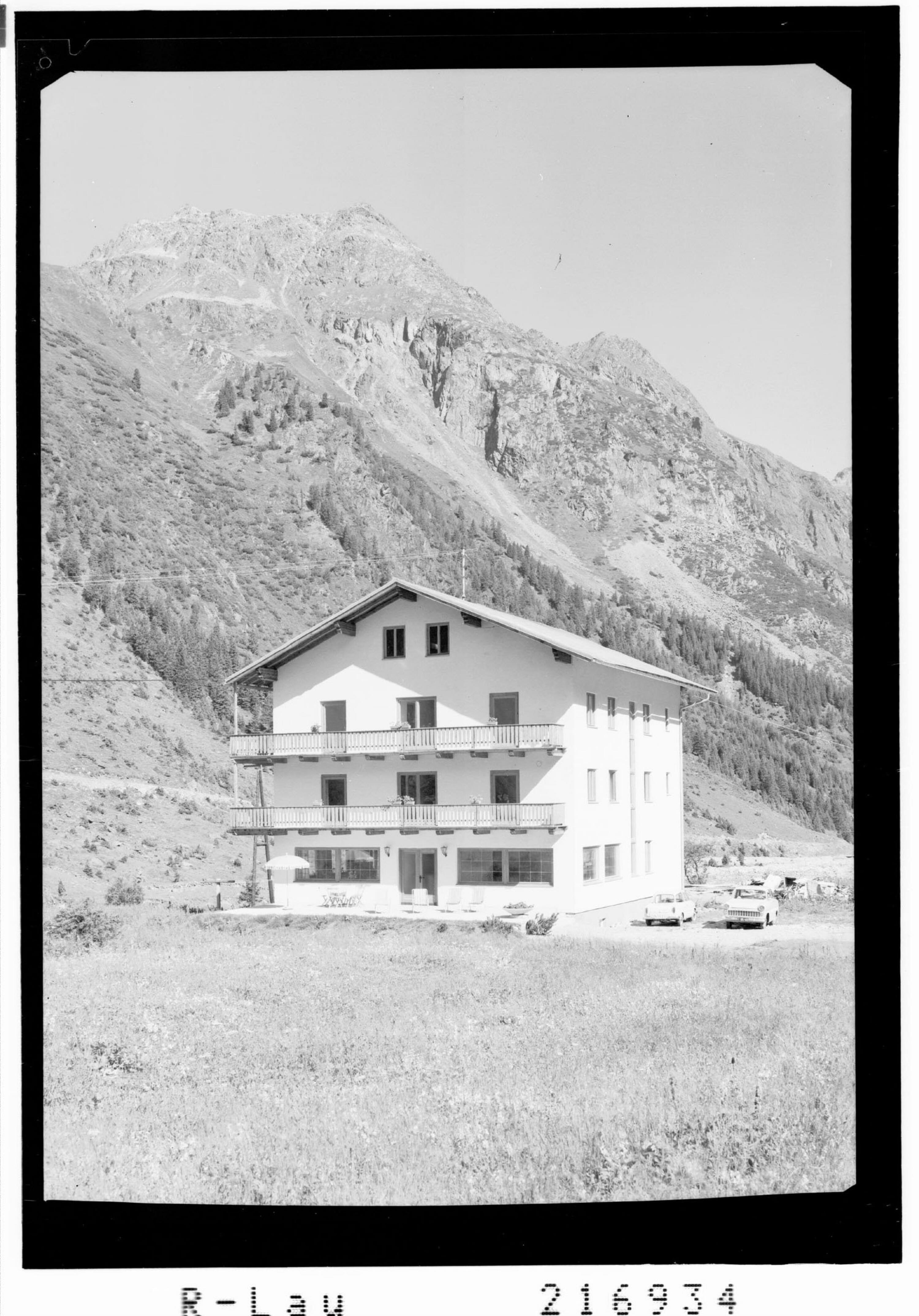 Gasthof Gletscherblick in Mittelberg im Pitztal gegen Brandkogel und Steinkogel von Risch-Lau