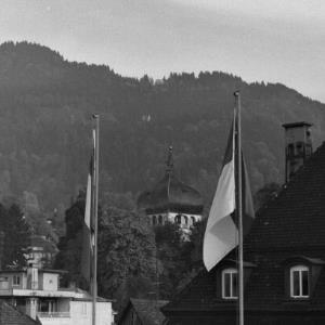 Bregenz, Fahnen mit dem Martinsturm im Hintergrund / Rudolf Zündel von Zündel, Rudolf