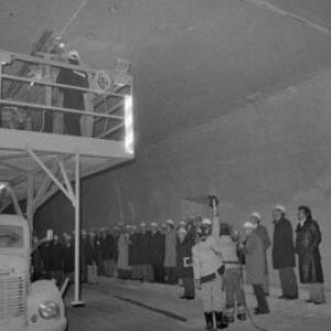 Pfändertunnel, Anbringung der 1.000sten Leuchte / Rudolf Zündel von Zündel, Rudolf