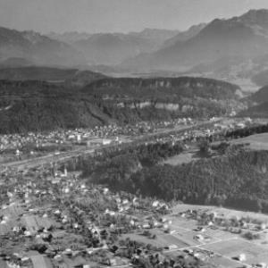 Nofels und Gisingen bei Feldkirch mit Blick in den Walgau mit Lechtaler Alpen - Verwallgruppe und Rhätikon von Risch-Lau