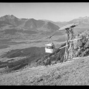 Dünserbergbahn gegen Drei Schwestern und Alpsteingruppe mit Altmann und Säntis von Risch-Lau