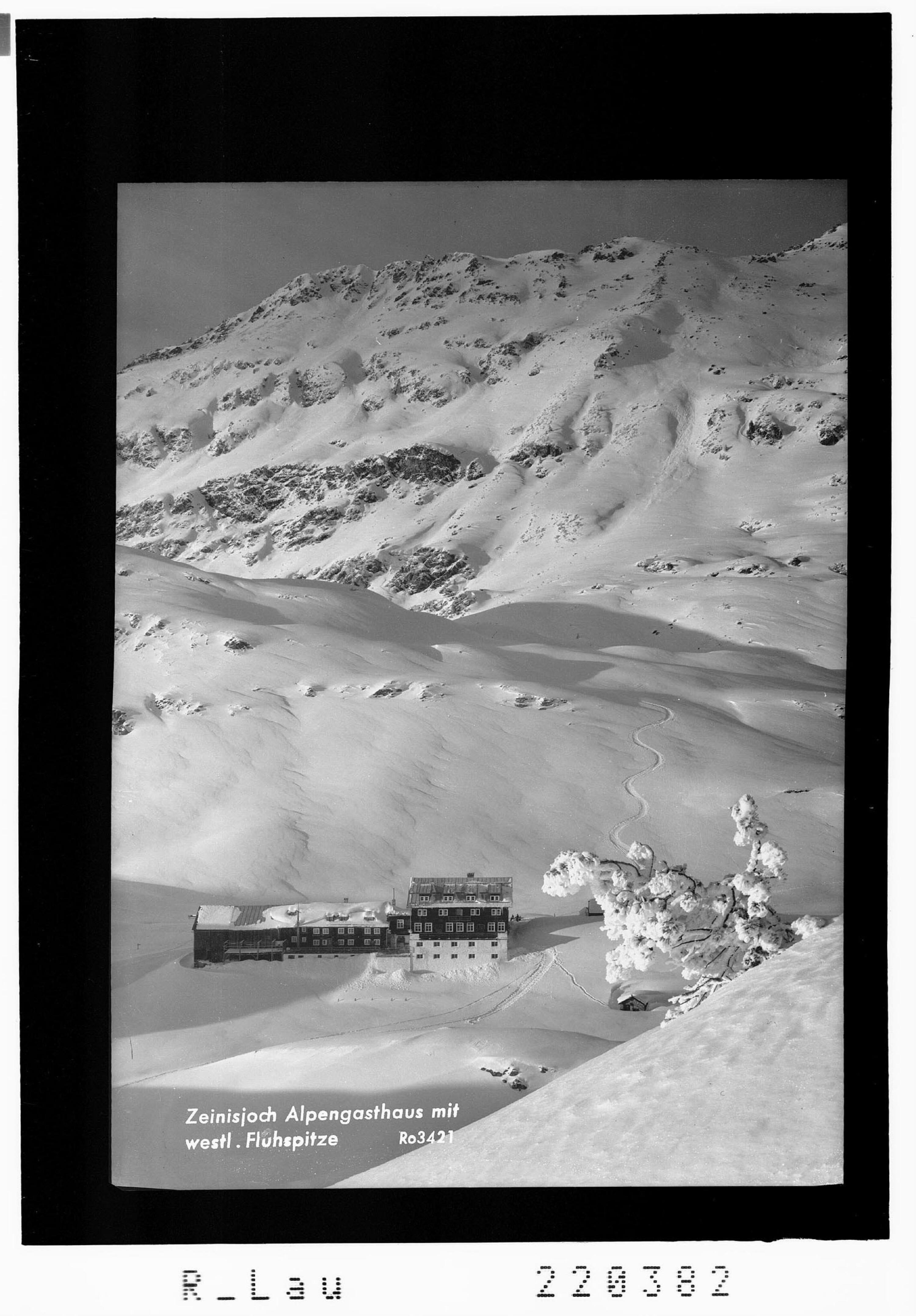 Zeinisjoch Alpengasthaus mit westlicher Fluhspitze von Rhomberg