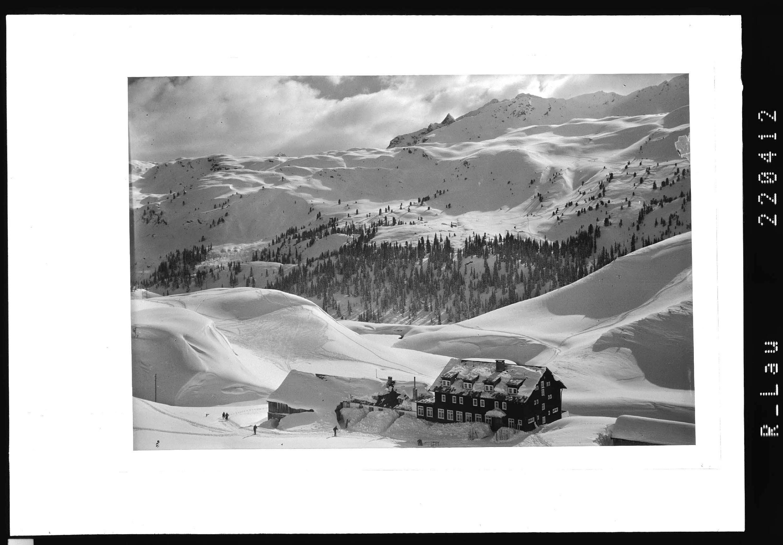 Alpengasthaus Zeinisjoch mit Breitspitze 2147 m von Rhomberg