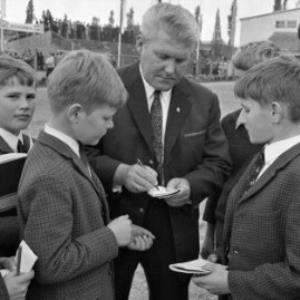 Bundeskapitän der österr. Fußballnationalmannschaft Erwin Alge / Oskar Spang von Spang, Oskar