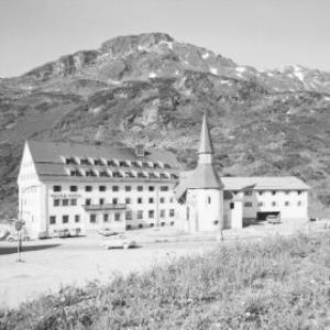 Hospiz Hotel in St.Christoph am Arlberg gegen Wirt und Peischelkopf von Risch-Lau