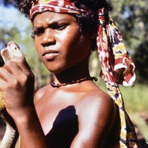 Laru mit gefangener Kobra / Renate Fend von Fend, Renate