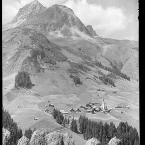 Warth am Arlberg 1500 m mit Wartherhorn von Risch-Lau