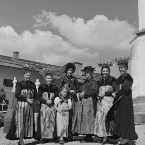 Miitelberg - Riezlern, Kleinwalsertaler Tracht, Frauentracht / Franz Beer von Beer, Franz