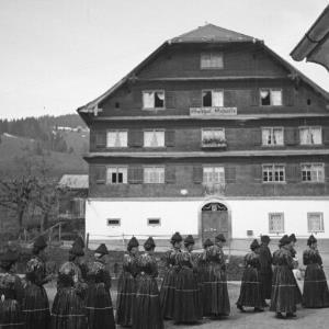 Schwarzenberger Tracht, Frauentracht / Franz Beer von Beer, Franz