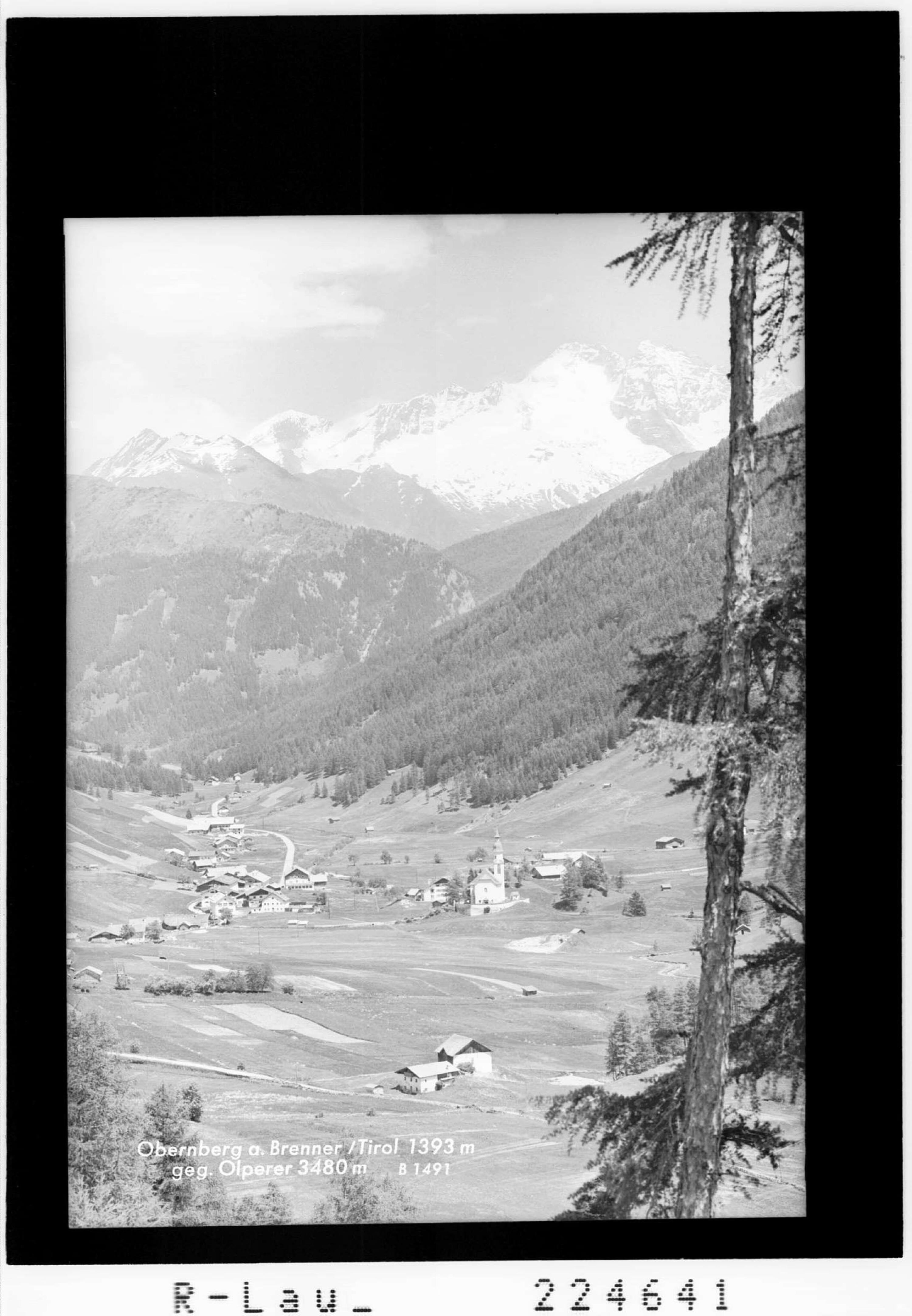 Obernberg am Brenner / Tirol 1393 m gegen Olperer 3480 m von Wilhelm Stempfle