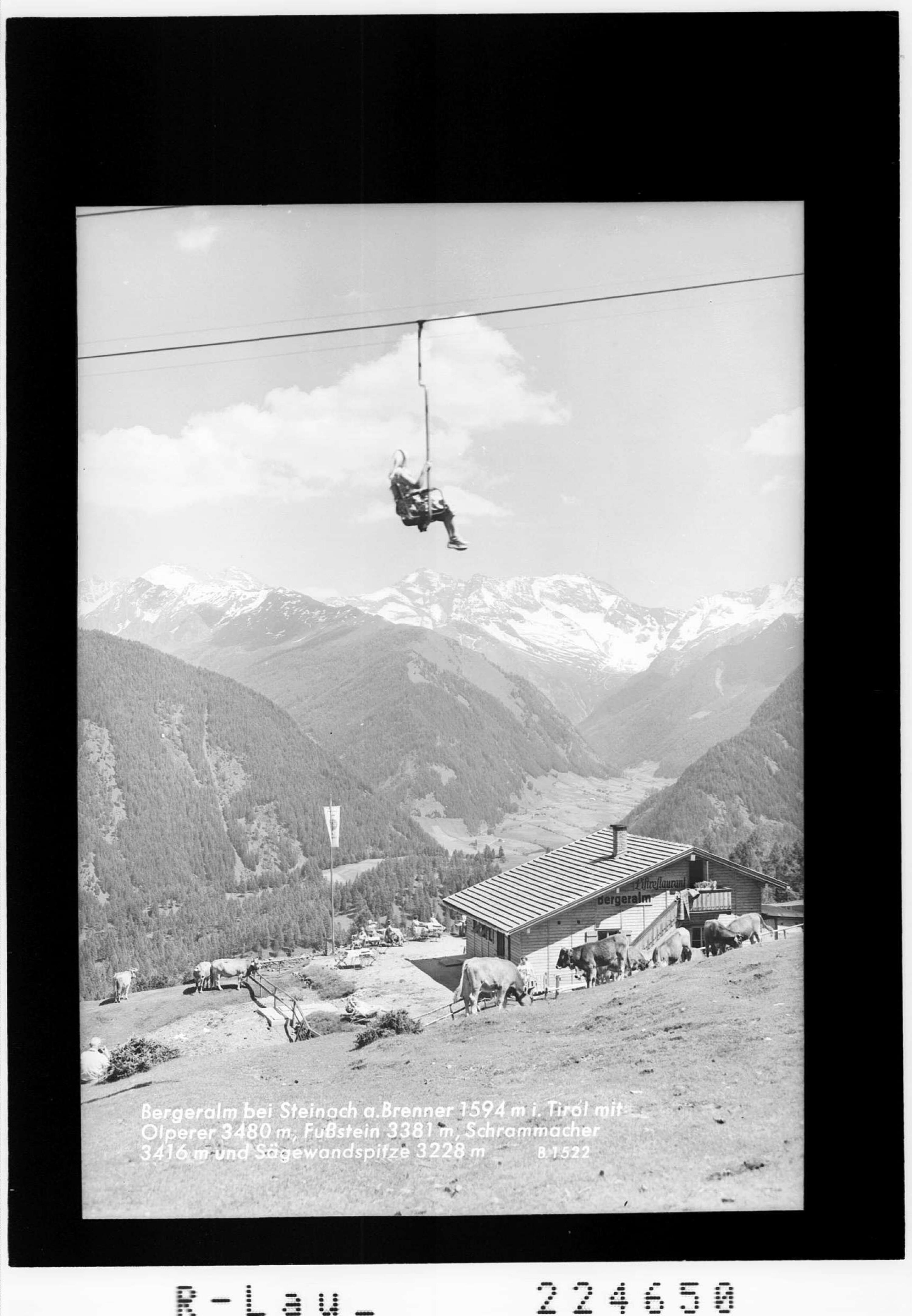 Bergeralm bei Steinach am Brenner 1594 m in Tirol mit Olperer 3480 m - Fußstein 3381 m - Schrammacher 3416 m und Sägewandspitze von Wilhelm Stempfle