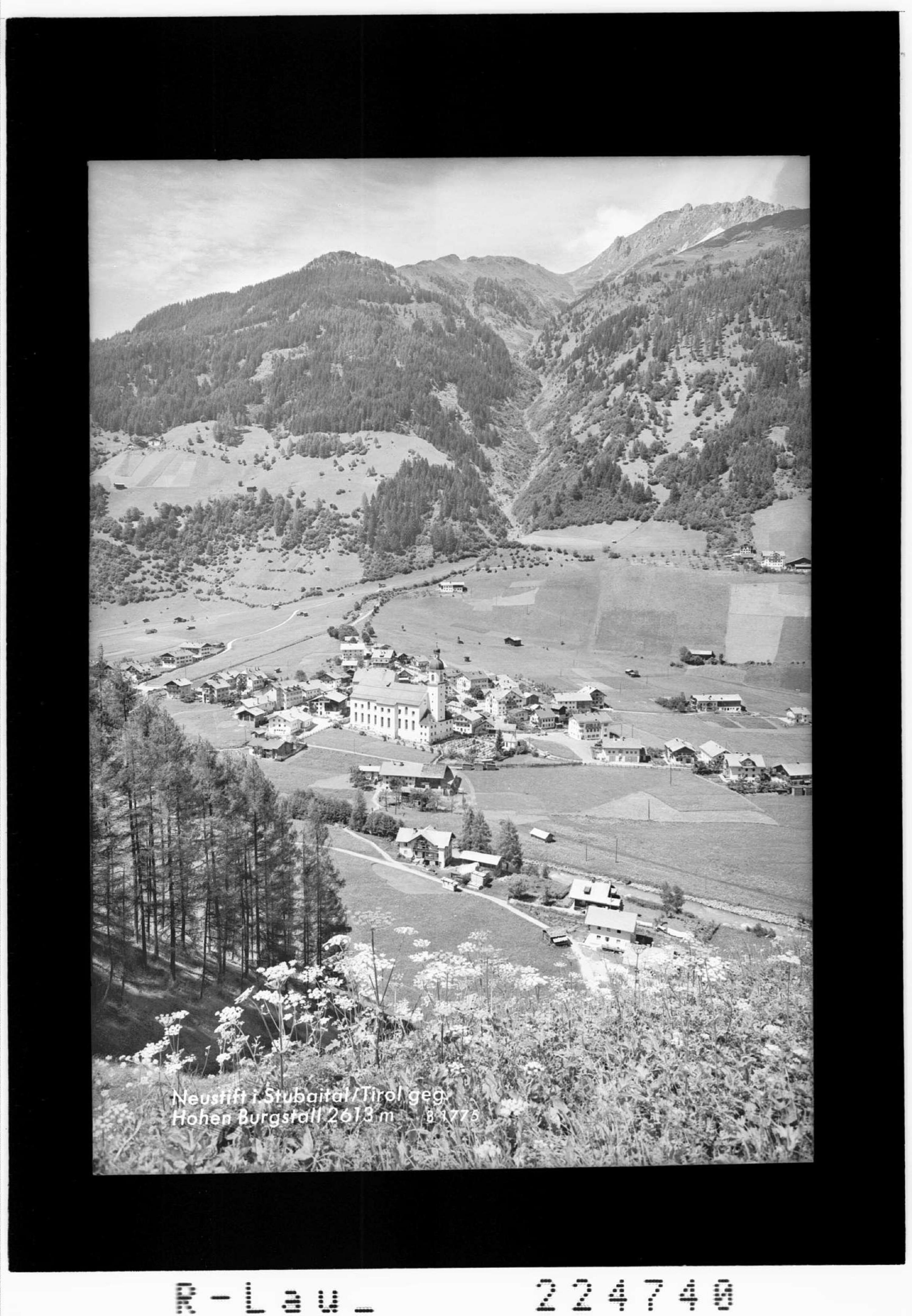 Neustift im Stubaital / Tirol gegen Hohen Burgstall 2613 m von Wilhelm Stempfle