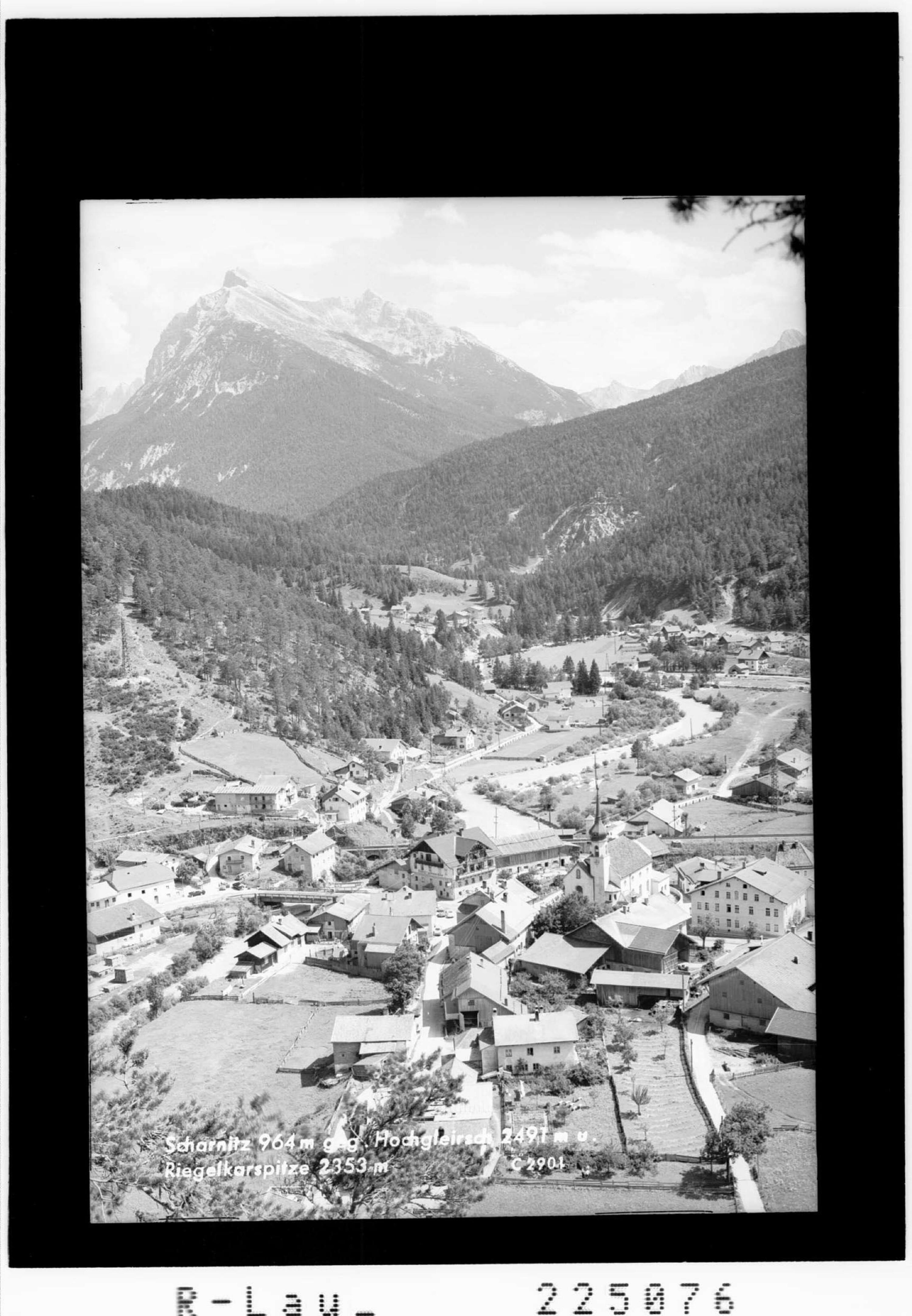 Scharnitz 964 m gegen Hochgleirsch 2491 m und Riegelkarspitze 2353 m von Wilhelm Stempfle