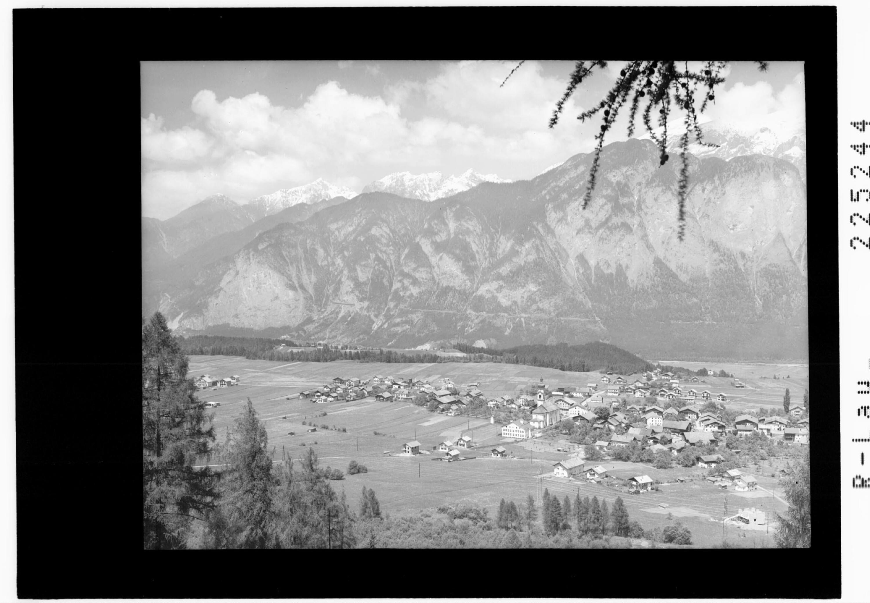 Götzens 868 m gegen Reitherspitze 2375 m und Erlspitze 2407 m von Wilhelm Stempfle
