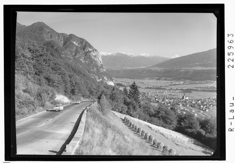 Blick von der Zirlerbergstrasse auf Zirl gegen Patscherkofel und Olperer von Wilhelm Stempfle