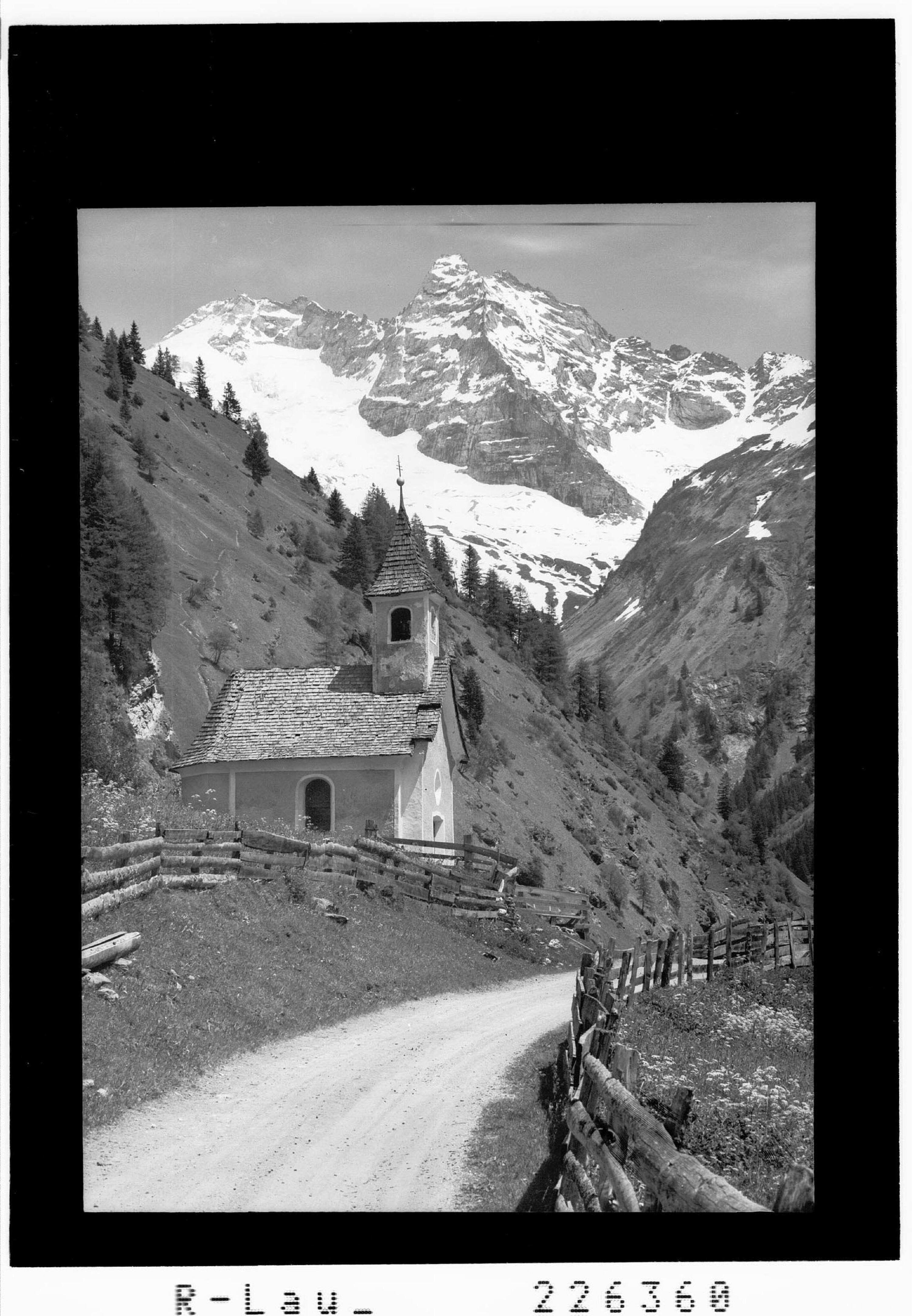 Vals / Kellerkapelle gegen Olperer 3480 m und Fußstein 3381 m von Wilhelm Stempfle
