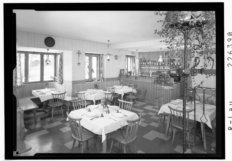 Gastraum im Gasthof Fuchs in Pfons bei Matrei am Brenner / Tirol von Wilhelm Stempfle