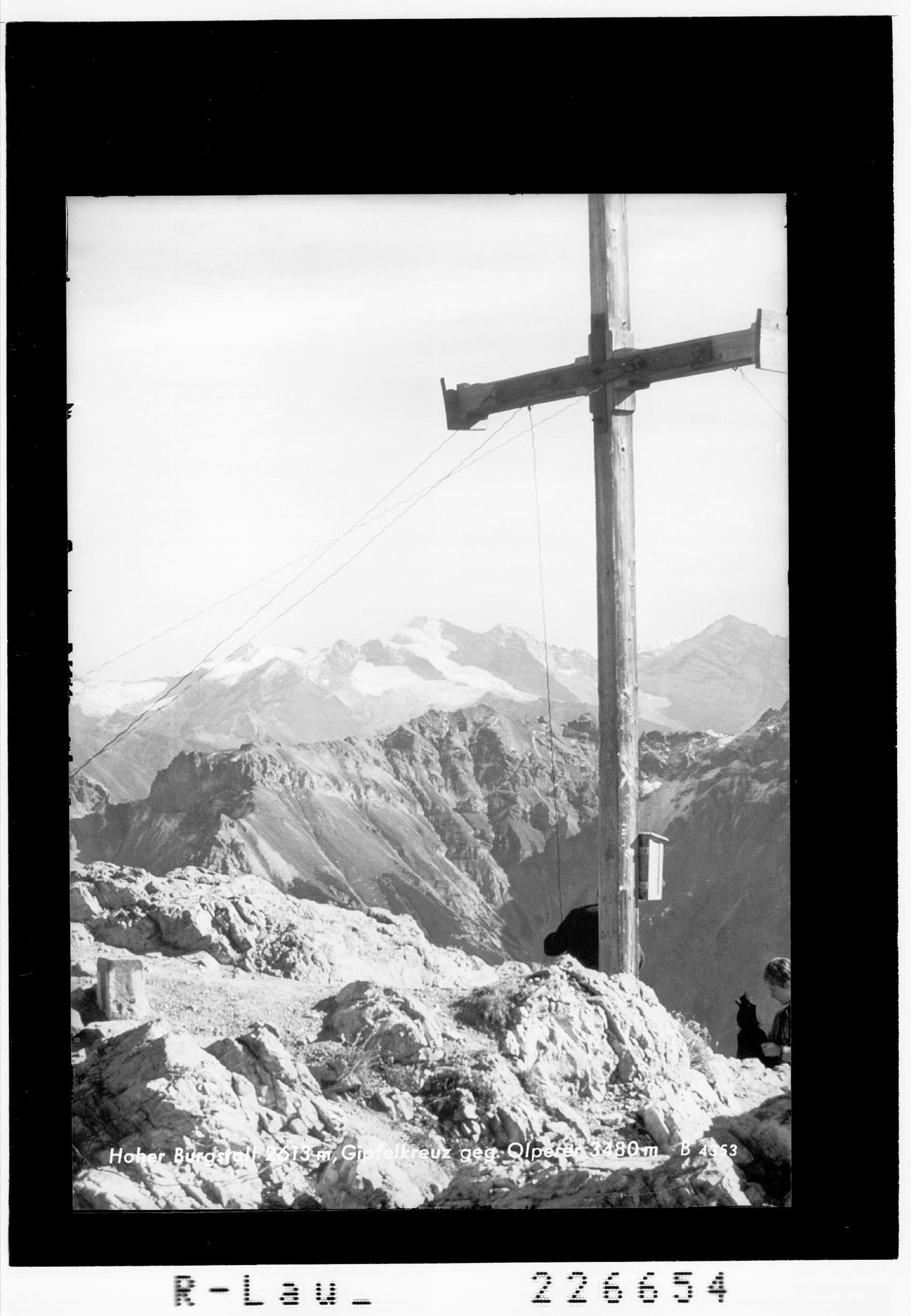 Hoher Burgstall 2613 m / Gipfelkreuz gegen Olperer 3480 m von Wilhelm Stempfle