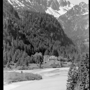 Weißhaus im Ausserfern gegen Grosse Schlicke / Tirol von Kohlbauer