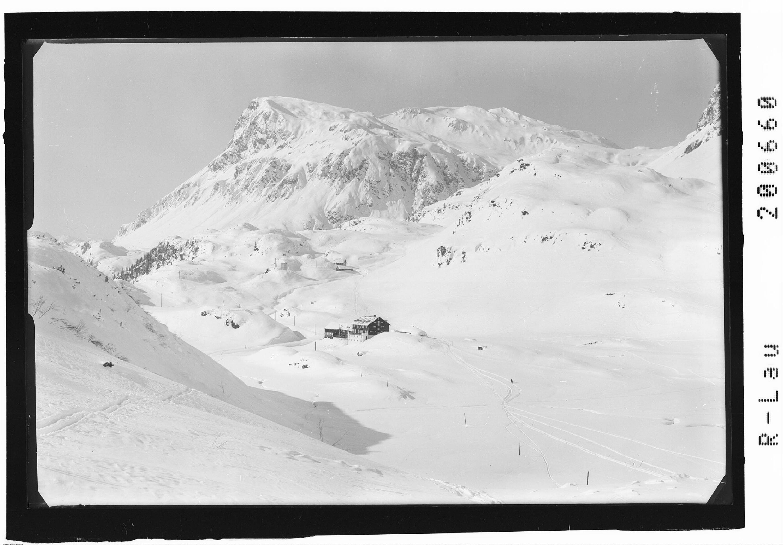 Alpenhaus Zeinisjoch 1820 m gegen Versailspitze 2464 m von Risch-Lau