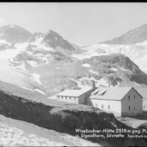 Wiesbadner-Hütte 2510 m gegen Piz Buin und Signalhorn Silvretta von Risch-Lau