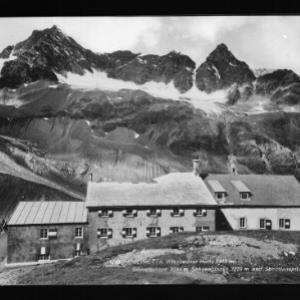 Silvretta / Wiesbadner Hütte 2443 m mit Silvrettahorn 3244 m, Schneeglocke 3223 m und Schattenspitze 3202 m von Rhomberg