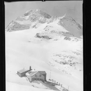 Wiesbadner Hütte 2510 m mit Piz Buin 3312 m von Risch-Lau