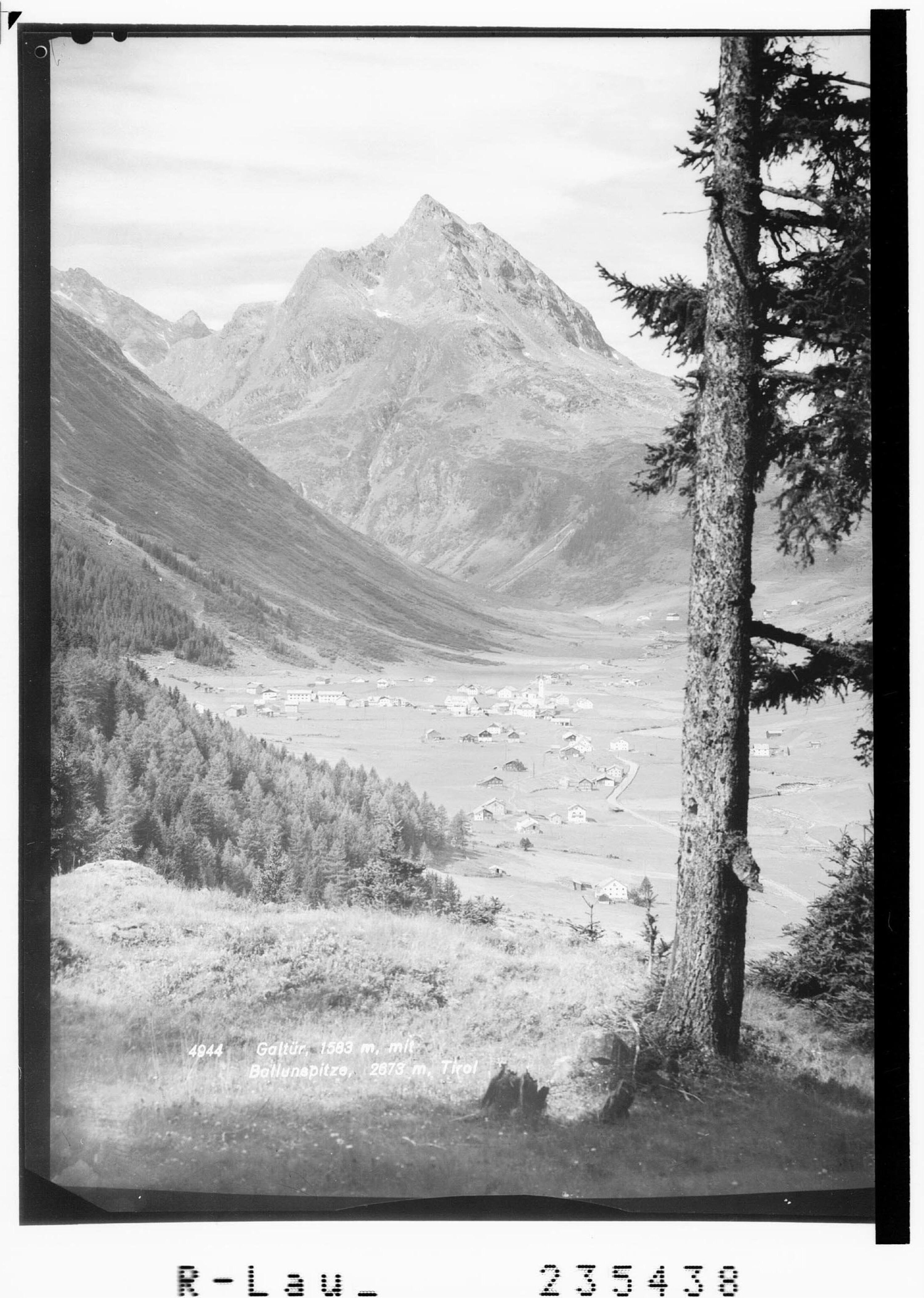 Galtür 1583 m mit Ballunspitze 2673 m / Tirol von Rhomberg