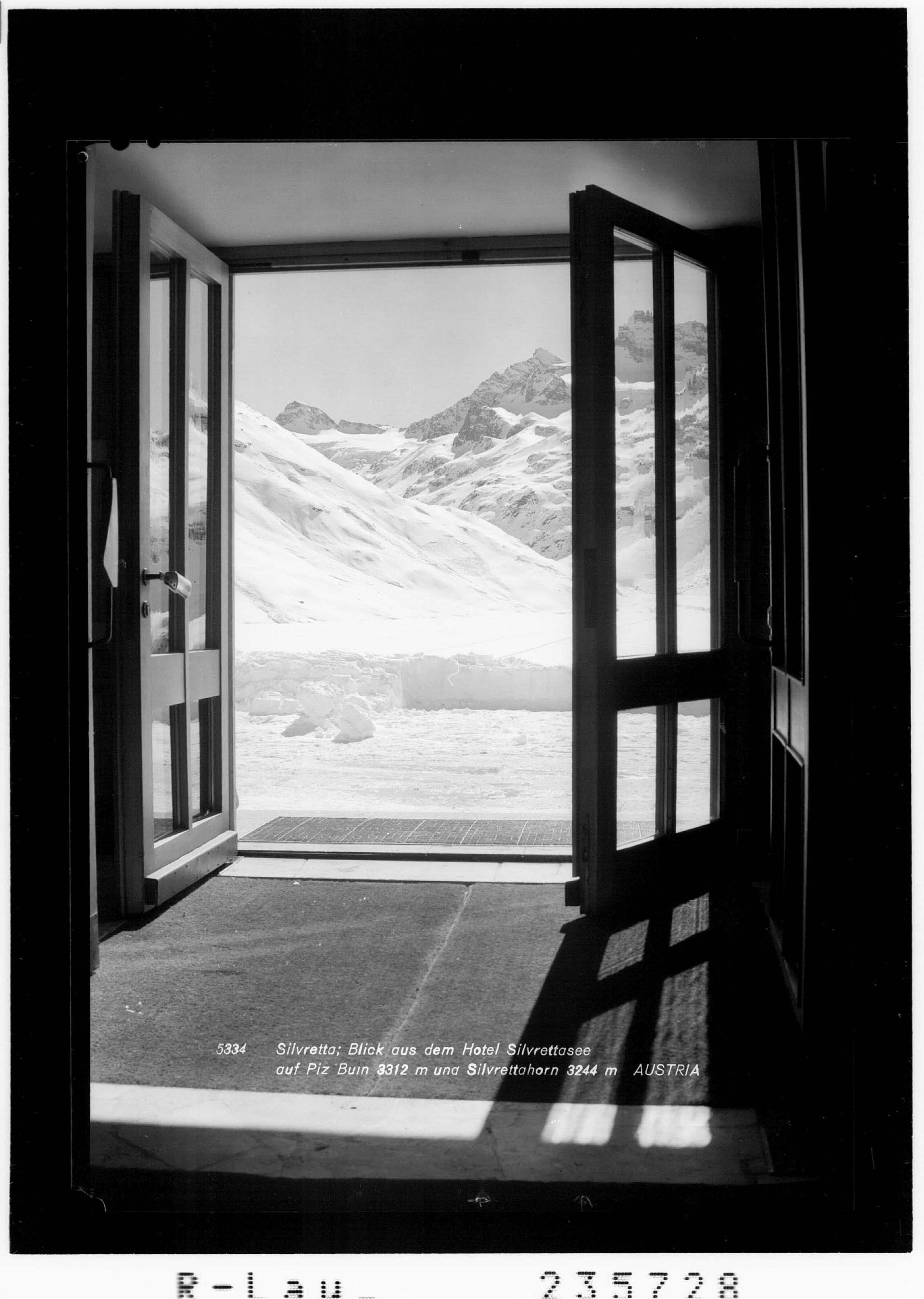 Silvretta / Blick aus dem Hotel Silvrettasee auf Piz Buin 3312 m und Silvrettahorn 3244 m / Austria von Rhomberg