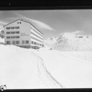 Hotel Silvrettasee auf der Bielerhöhe 2030 m gegen Bieltaler Berge von Risch-Lau