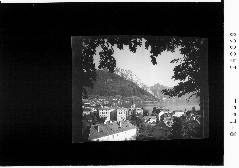 Gmunden am Traunsee mit Blick zur Schlafenden Griechin von Rhomberg