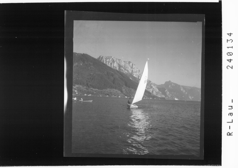 Segelsport am Traunsee mit Blick zum Traunstein und zur Schlafenden Griechin / Salzkammergut von Rhomberg