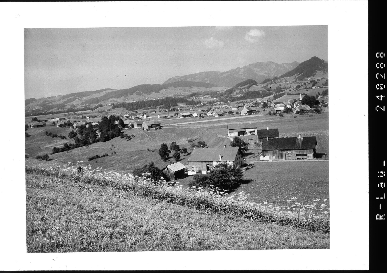 Andelsbuch im Bregenzerwald gegen den Hoch Häderich / Vorarlberg von Rhomberg