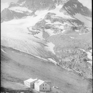 Wiesbadner-Hütte 2510 m, Piz Buin 3316 m von Risch-Lau