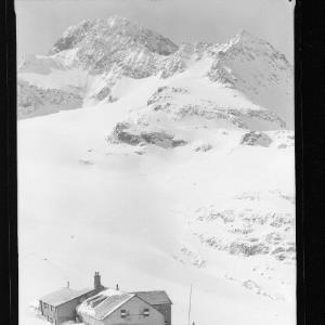 Wiesbadner Hütte 2510 m mit Piz Buin 3312 m und Wiesbadner Grätle von Risch-Lau