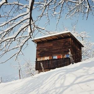 Bienenhaus im Winter / Helmut Klapper von Klapper, Helmut