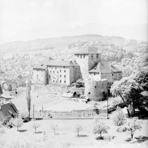 Schattenburg in Feldkirch gegen Alpsteingruppe von Risch-Lau
