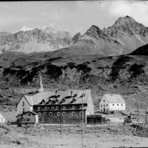 St.Christoph am Arlberg mit Hospiz gegen Valluga von Risch-Lau
