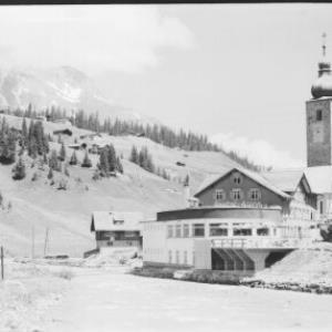 Hotel Krone in Lech am Arlberg gegen Karhorn von Risch-Lau