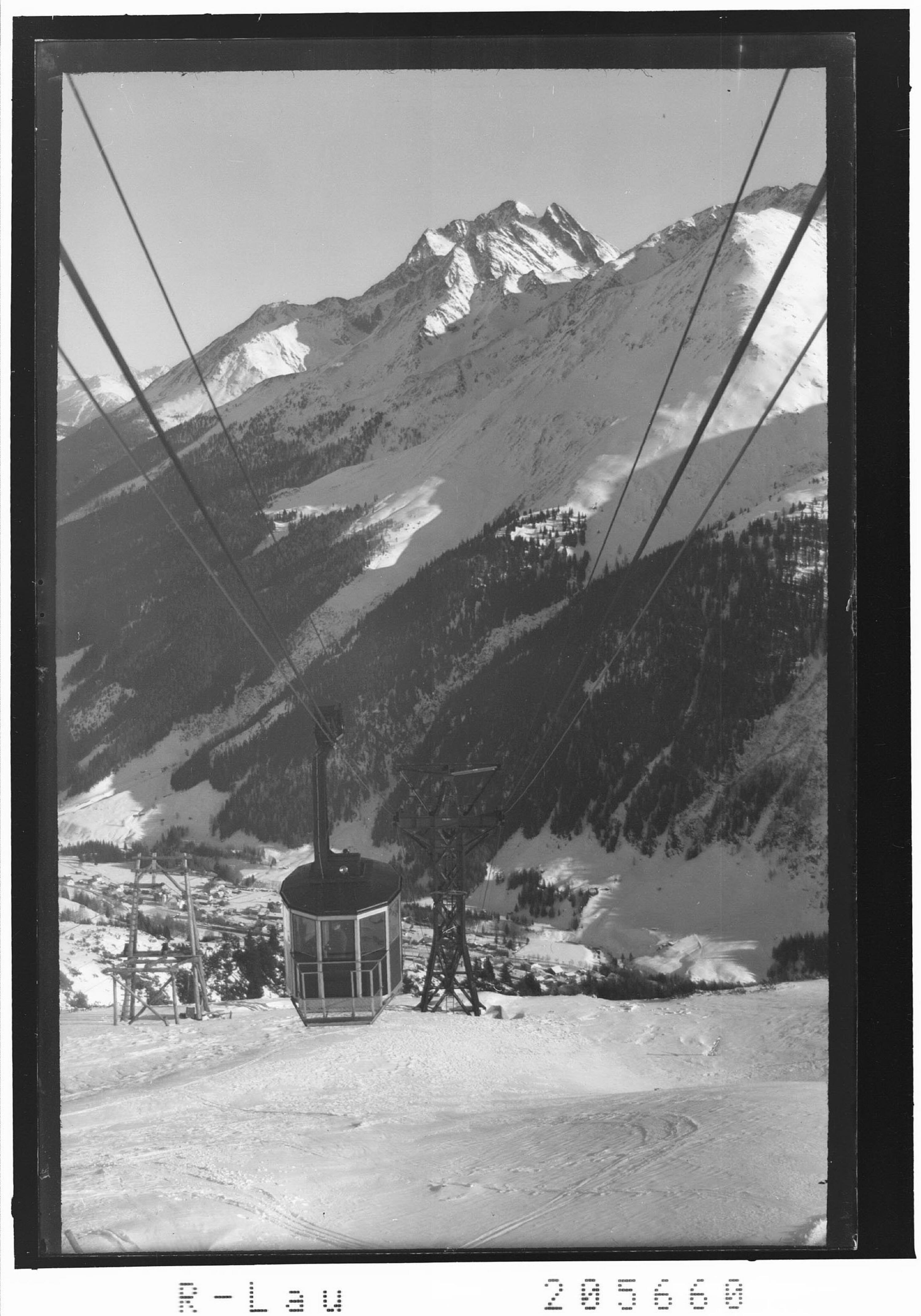 Galzigbahn mit Blick zum Hohen Riffler von Risch-Lau