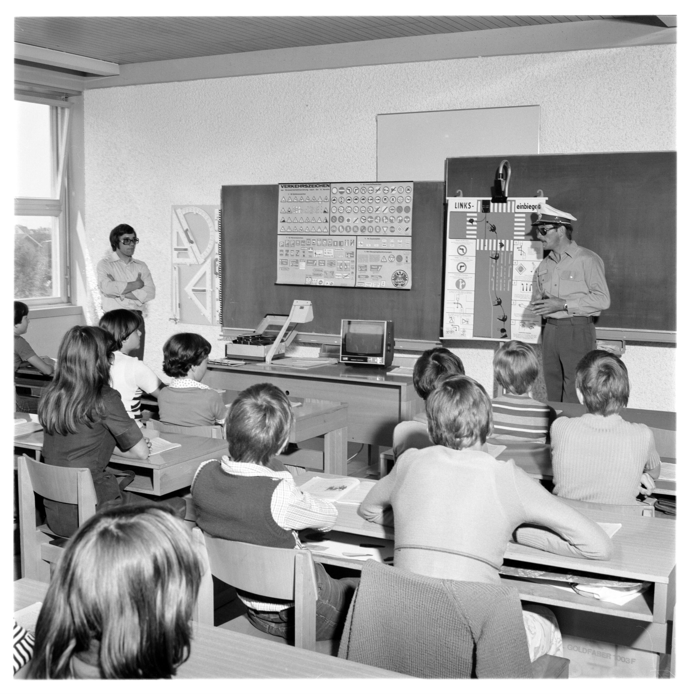 Schulklassse - Verkehrsunterricht / Helmut Klapper von Klapper, Helmut